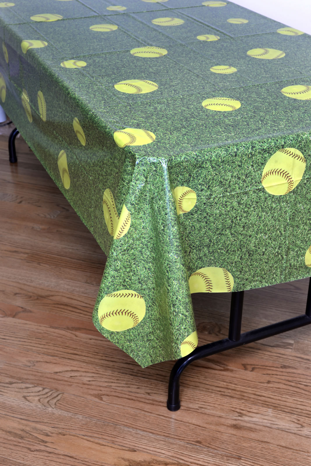 Girl's Fastpitch Softball Tablecover